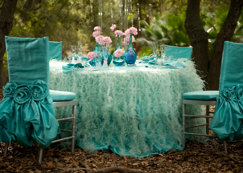 the head table is gorgeous Adapt the ideas to fit your colors and area