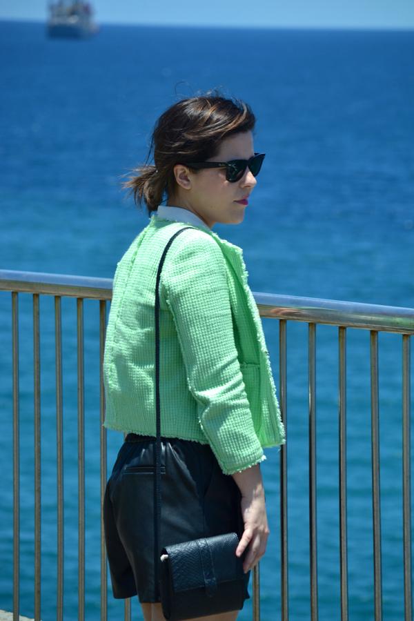 look_short_polipiel_sandalias_romanas_chaqueta_chanelera_lolalolailo_06