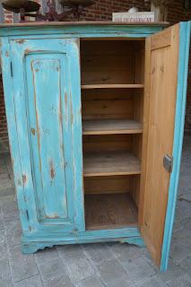 armoire-parisienne-turquoise-vieillie-nor-valenciennes-urlu-et-berlu