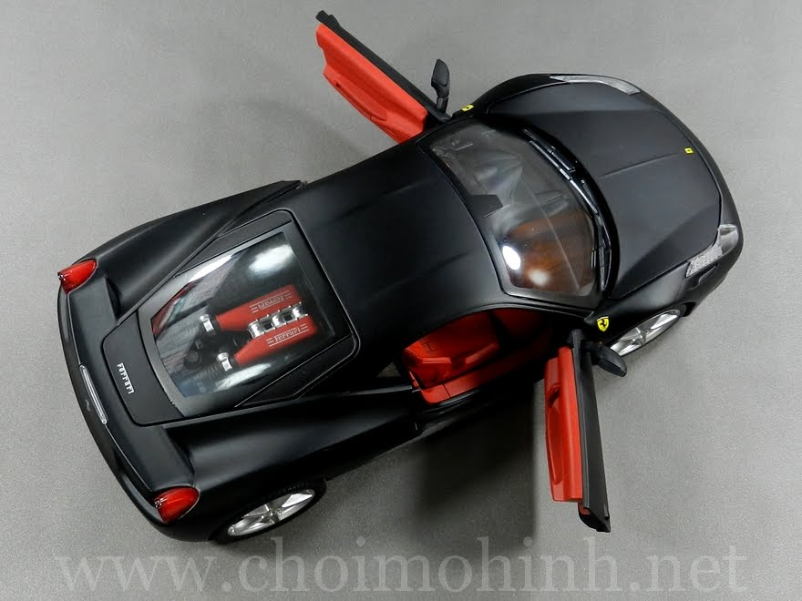 Ferrari 458 Italia 1:18 Hot Wheels door