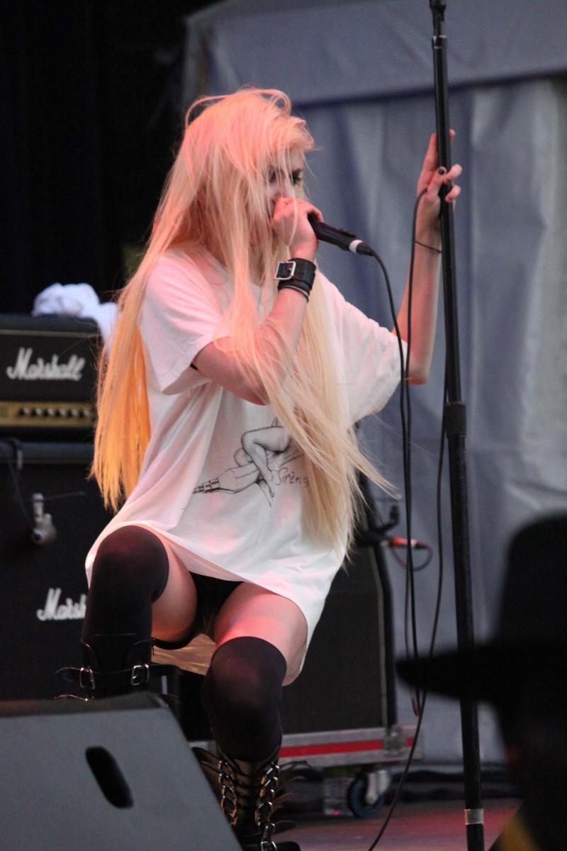 Taylor Momsen On Stage Legs