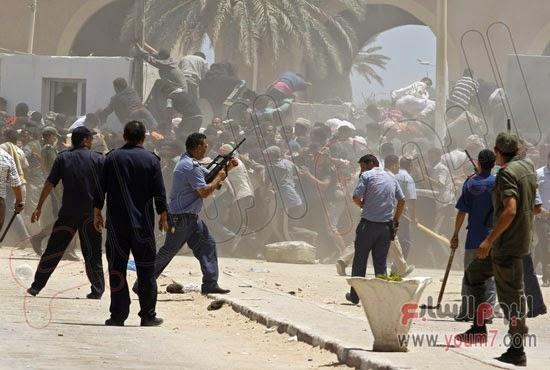 ماذا فعلت اليوم قوات الشرطة التونسية مع المصريين الهاربين من ليبيا