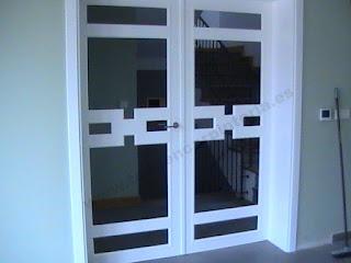 Puerta cancela blanca