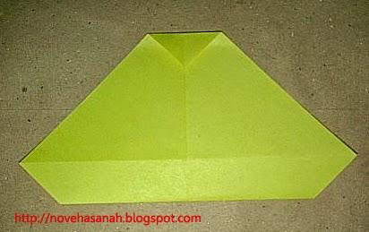 cara melipat kertas origami menjadi bentuk ayam yang sangat mudah sehingga cocok untuk anak TK atau anak SD langkah 9