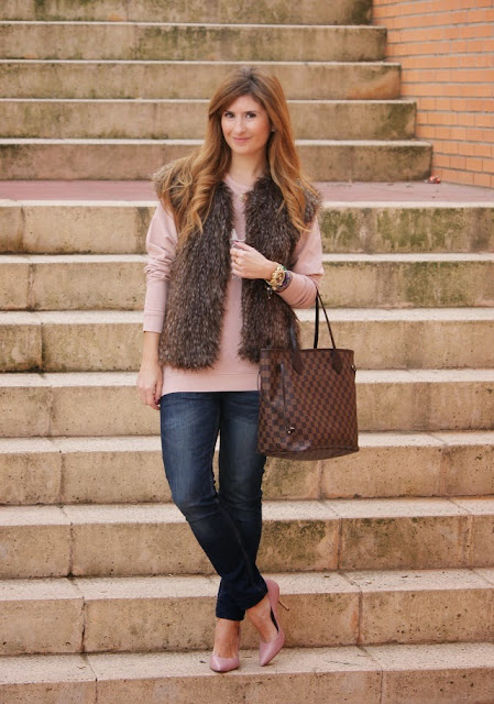 http://4.bp.blogspot.com/-NwptIkGfX3s/UtLNkdBK3YI/AAAAAAAAVdA/dbXaFWutIv4/s1600/casual_outfit-neverfull_louis_vuitton-chaleco_sudadera-a_trendy_life-fashion-3.JPG