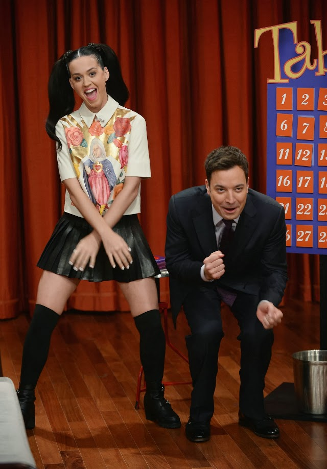 Katy Perry junto a Jimmy Fallon en Late Night