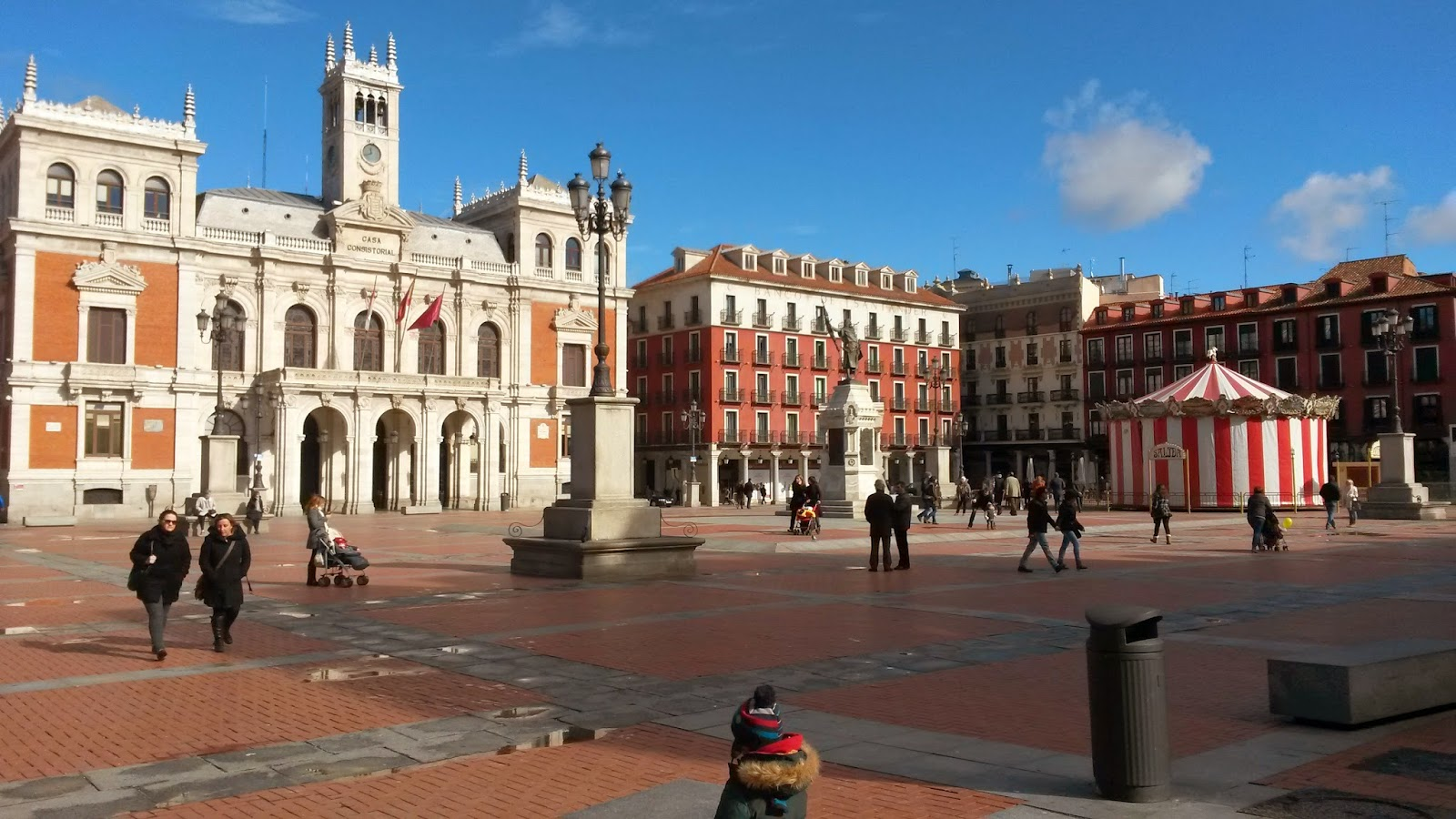 La estructura de la Plaza Mayor de Valladolid se asemeja mucho a la de Madrid y Salamanca.