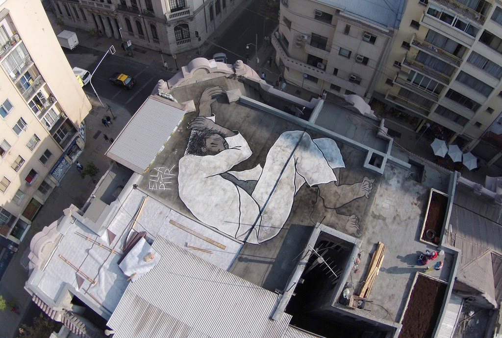 Ella & Pitr are currently travelling through Chile where they worked on a new series of pieces including this massive rooftop somewhere on the streets of Santiago.