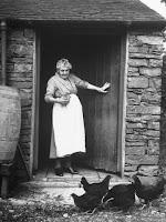 old-farm-woman.jpg (338×450)
