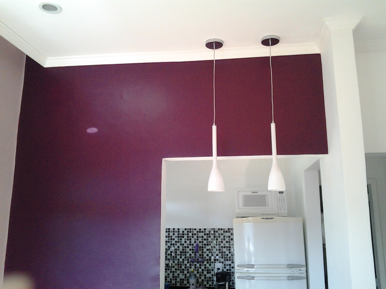 Passa prato ( a manchinha na parede é um efeito da luz a parede  #662D43 1600x1200