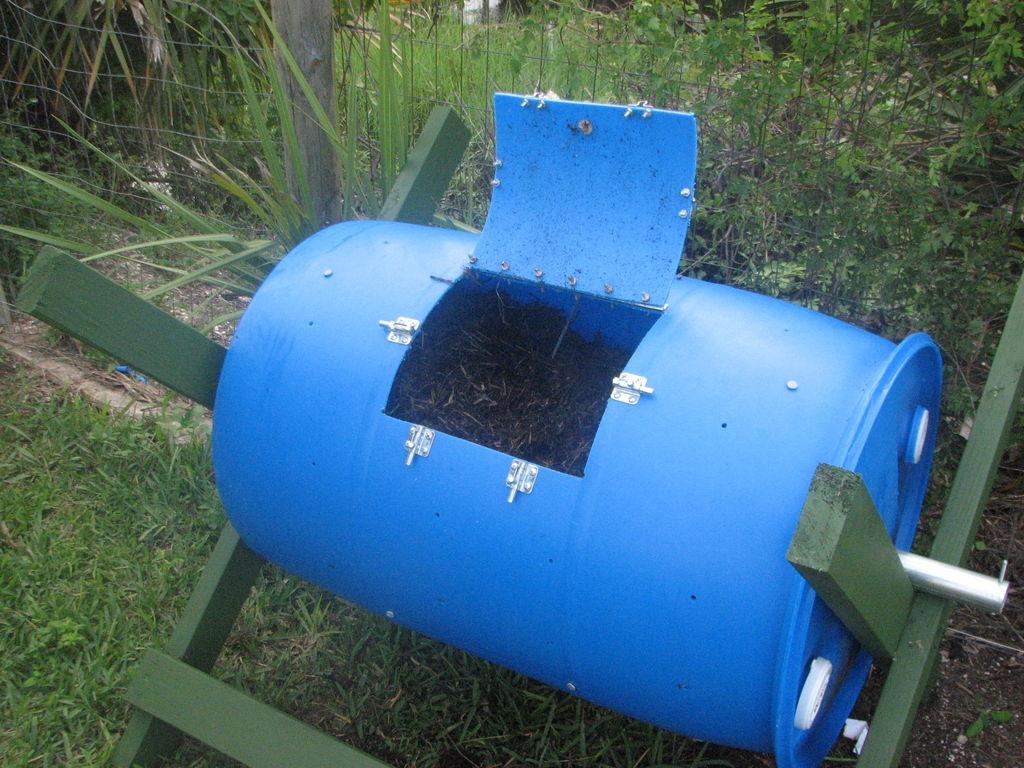 Как приготовить компостную яму из бочки своими руками