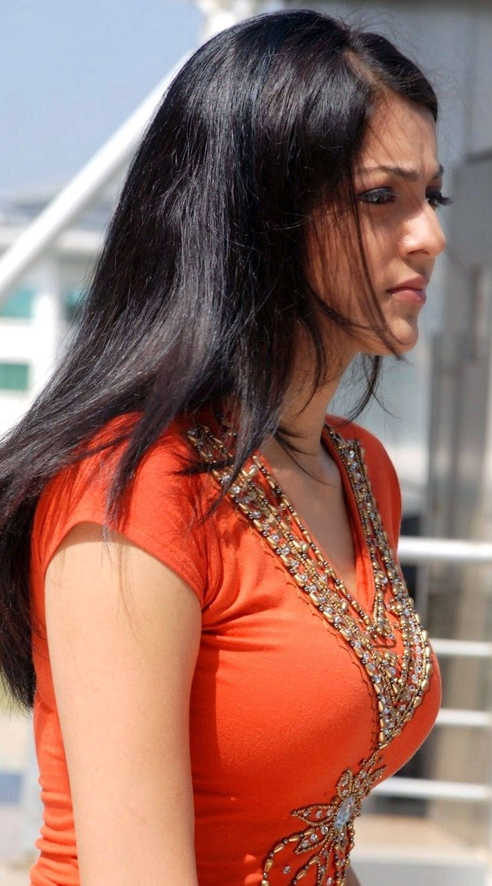 Kajal Agarwal Hot Kiss