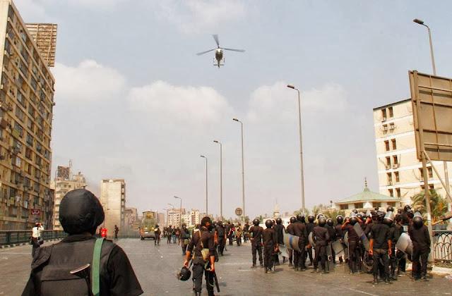 صور تُنشر لأول مرة لأحداث ميدان الجيزة ونفق الهرم أثناء مذبحة الفض 1098111_10202609919789635_1256134939_n