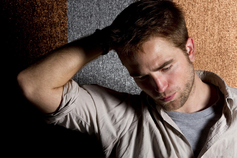 http://4.bp.blogspot.com/-Ny4Hcj6TwY0/UAo43htwJuI/AAAAAAAAIuw/DxOCiCzgXlM/s1600/Robert+Pattinson-5.jpg