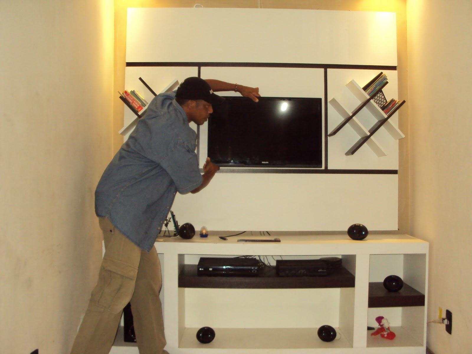 montagem e instalações de tv em painéil de madeira #BDAE0E 1600x1200