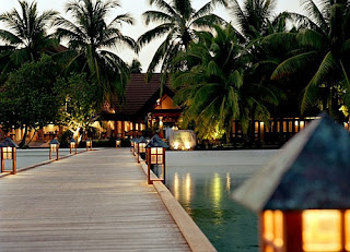 Lovely Travel Around the World RTW -family activities Budget Travel Maldives luxury resorts