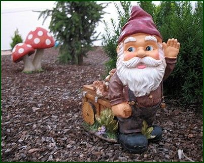 From the inside short story paris and the garden gnomes - Nain de jardin amelie poulain ...