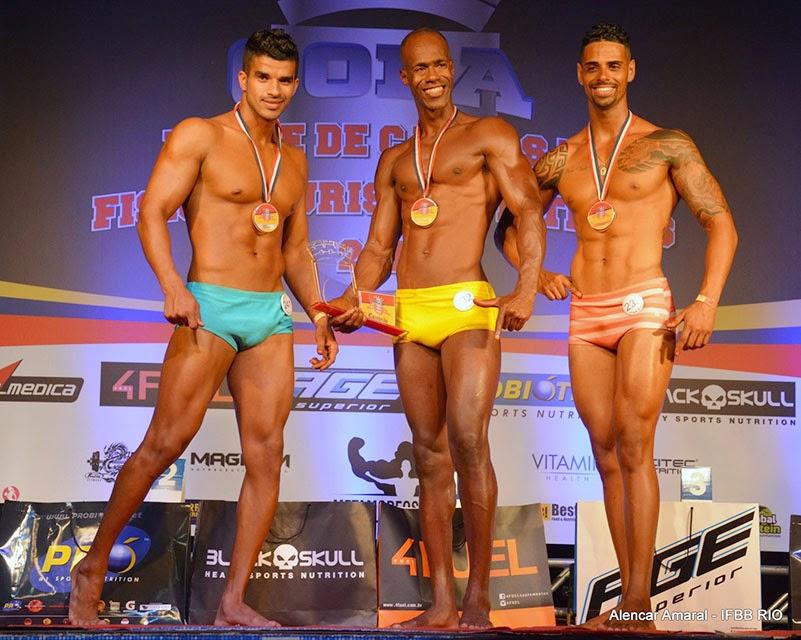 No pódio, Daniel Kanu (Campeão), Pedro Lívio (Vice) e Daniel Paixão (terceiro colocado) da categoria Body Shape acima de 1,78 m da Copa Duque de Caxias 2015. Foto: Alencar Amaral