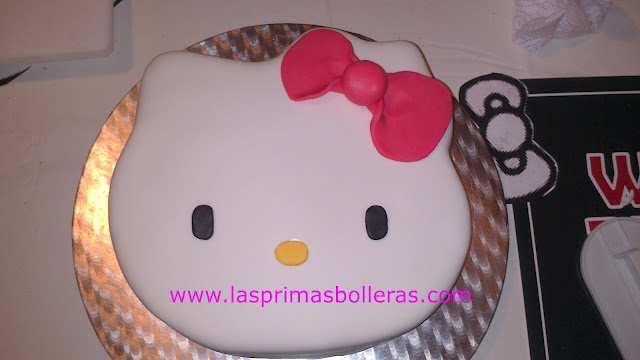 Detalles tarta Hello Kitty