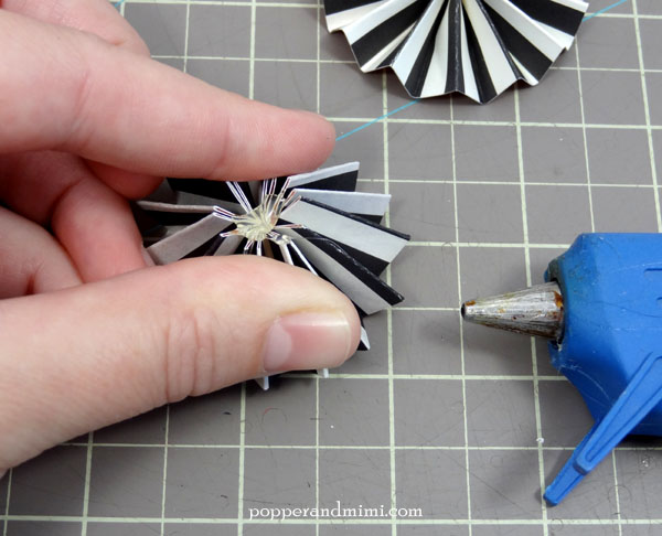 How to make paper rosettes | popperandmimi.com