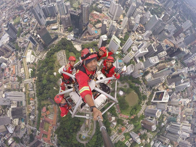 selfie atas puncak menara bukit nenas