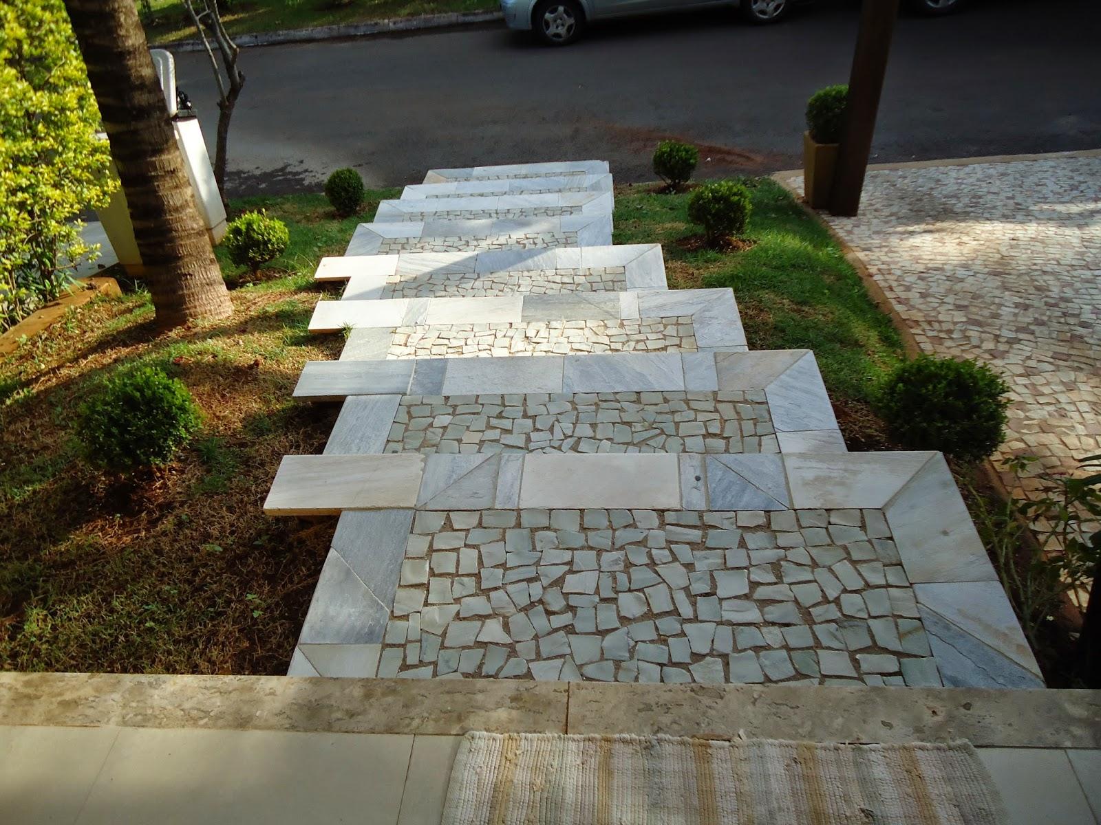 escada de pedra no jardim:Realizando a Reforma: Lavagem de Pedra São Tomé e pedra Portuguesa