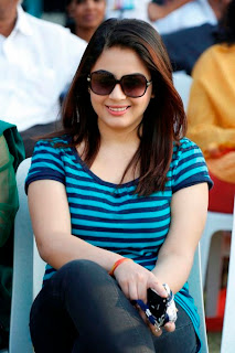 Suhani Pictures in Jeans at CCC 2012 Match