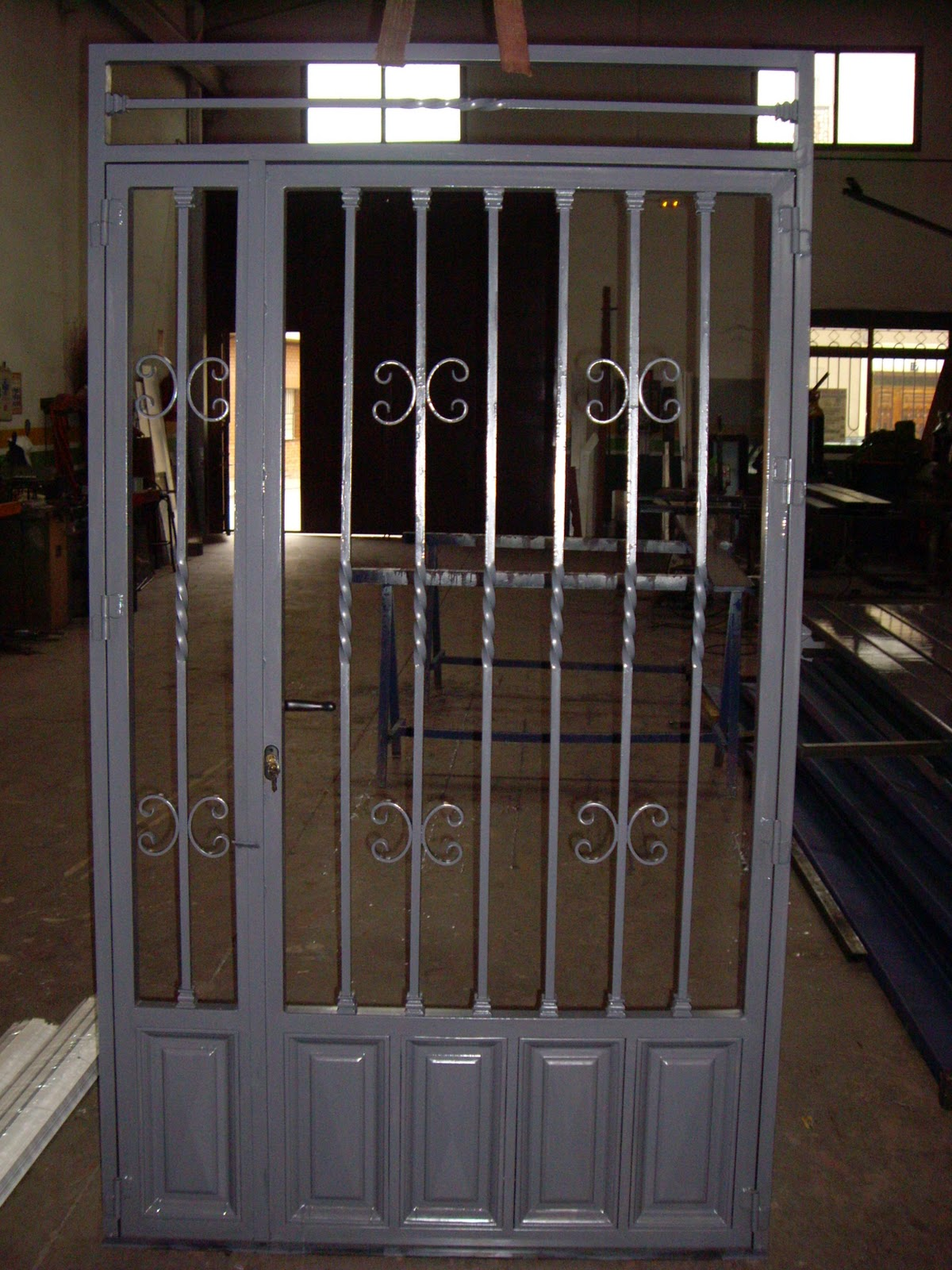 Fotos de puertas metalicas para casas awesome puertas for Imagenes de puertas metalicas