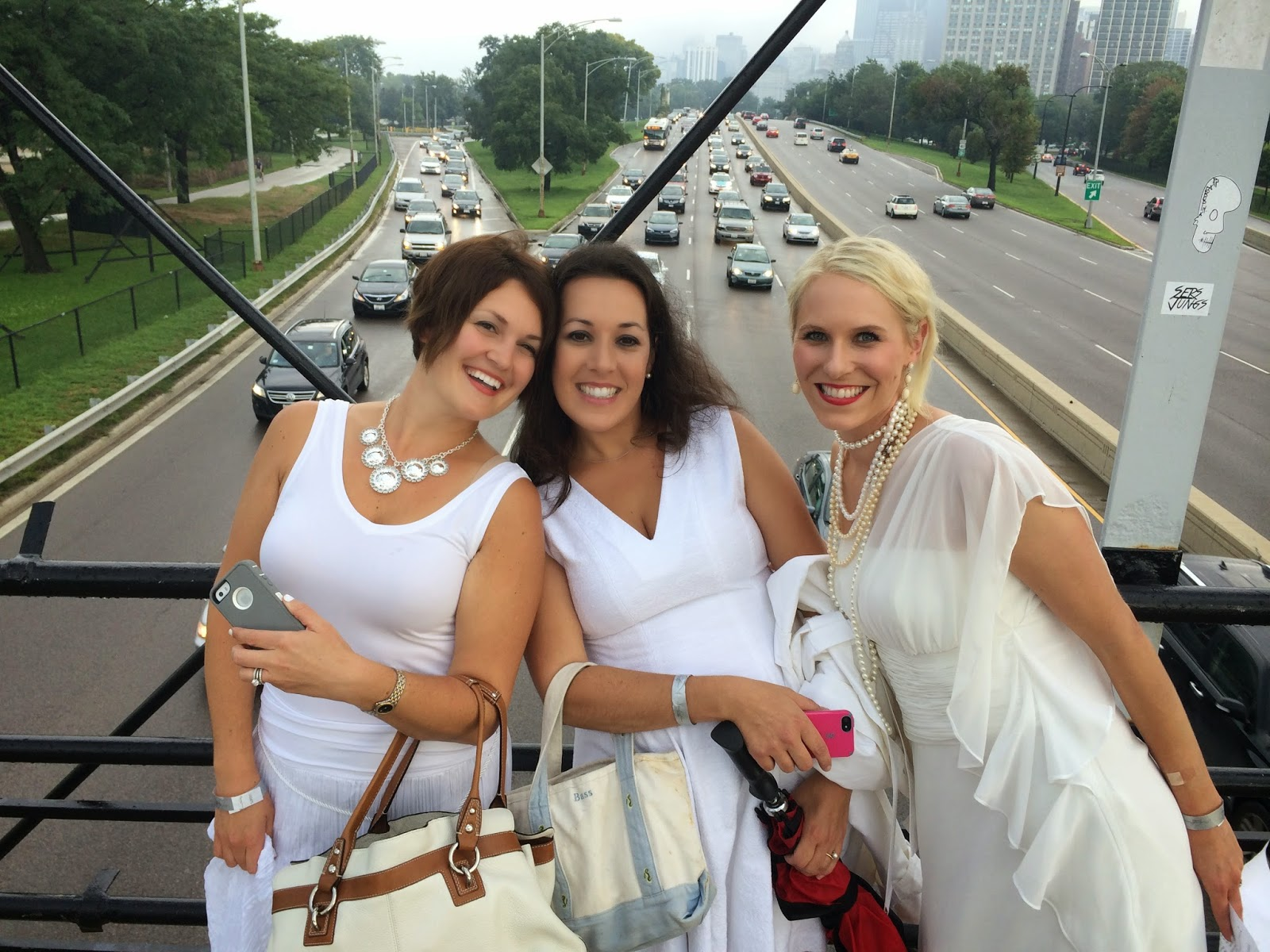 Diner en Blanc: Bridge Over Lake Shore Drive
