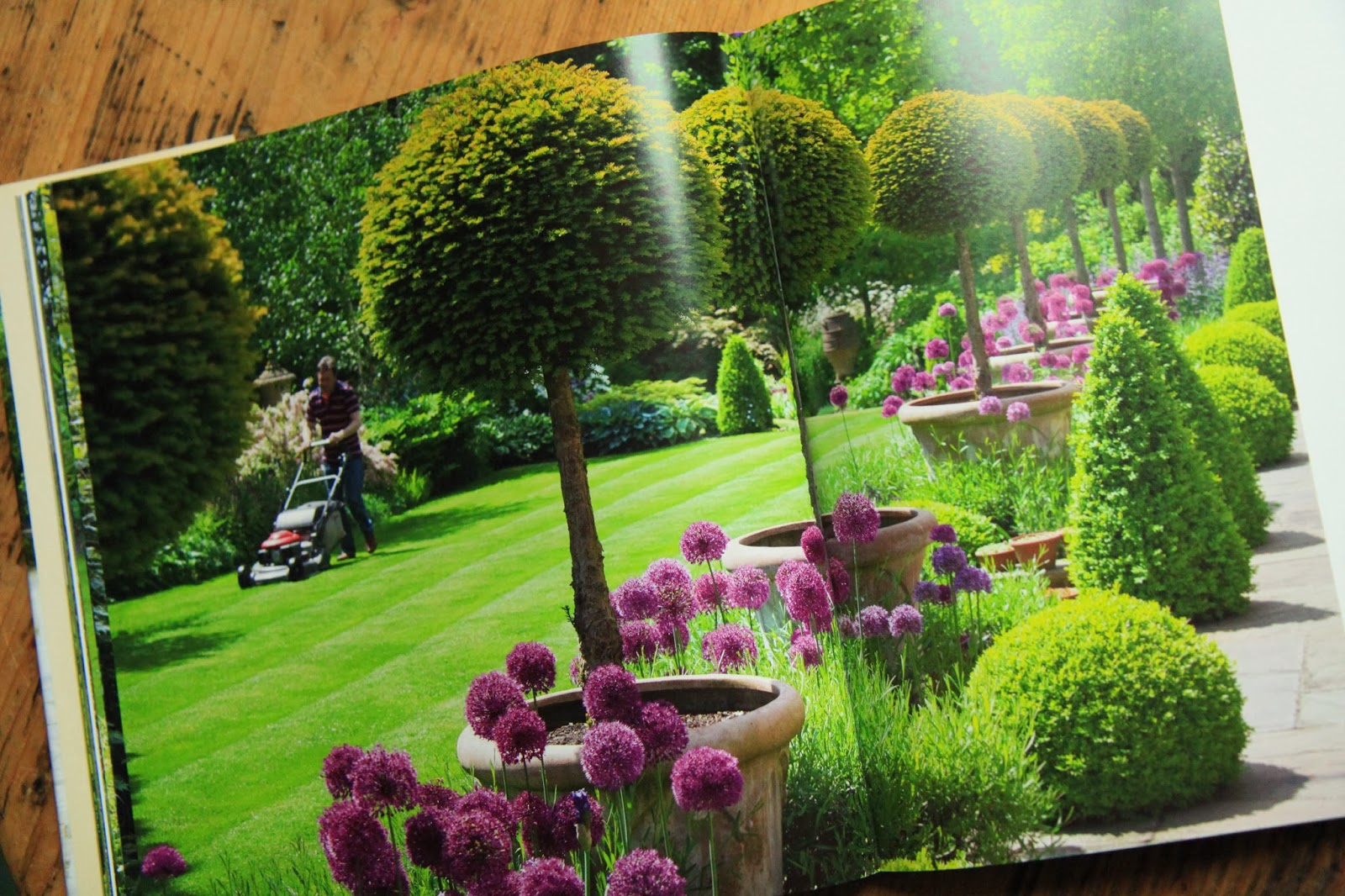 Modern country style my secret garden by alan titchmarsh for I want to design my garden