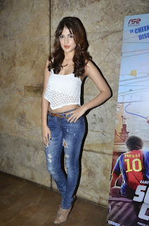 Rhea Chakraborty Spicy Beauty in Ripped Jeans Revealing Top at Sonali Cable Trailer Launch Mumbai
