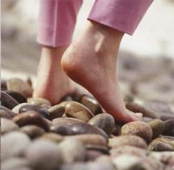 7 Manfaat Berjalan Tanpa Alas Kaki
