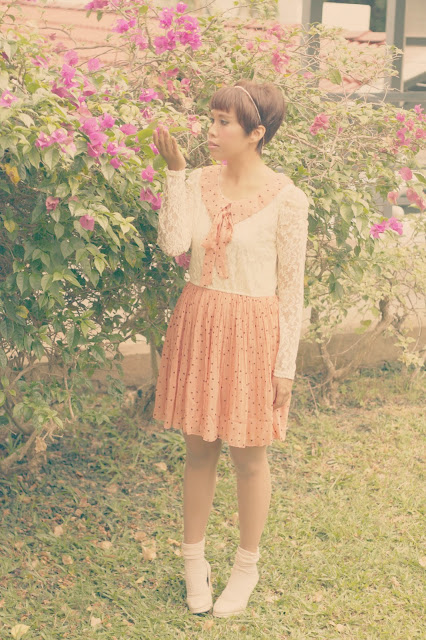 polka dotted dress, vintage outfit, pastel, peter pan collar, chiffon fabric, lace dresses, beige pumps, ootd,silkytrend