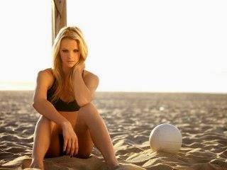 Las chicas del voley; En la playa o en la cancha, cuerpos esculturales peleando por un balón. Chicas guapas 1x2.
