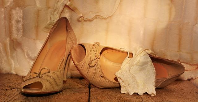 Sepatu Peeptoes dan Wedges