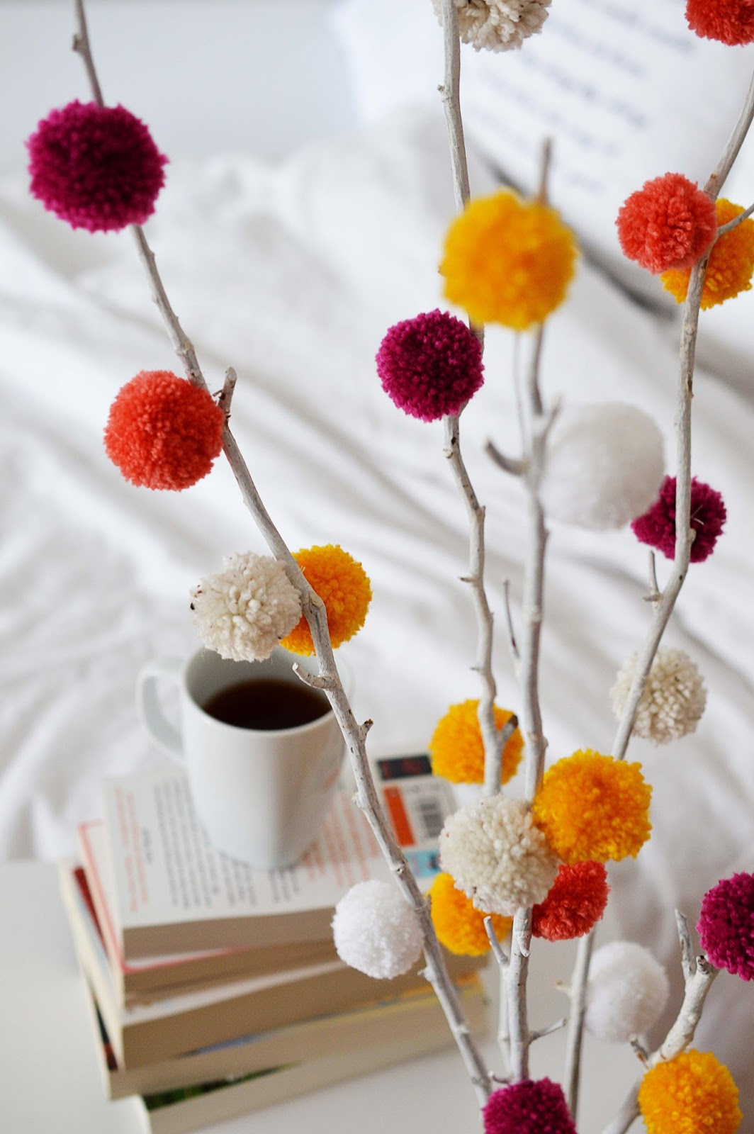 diy pom pom tree motte. Black Bedroom Furniture Sets. Home Design Ideas