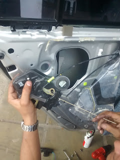 adaptando trava elétrica universal