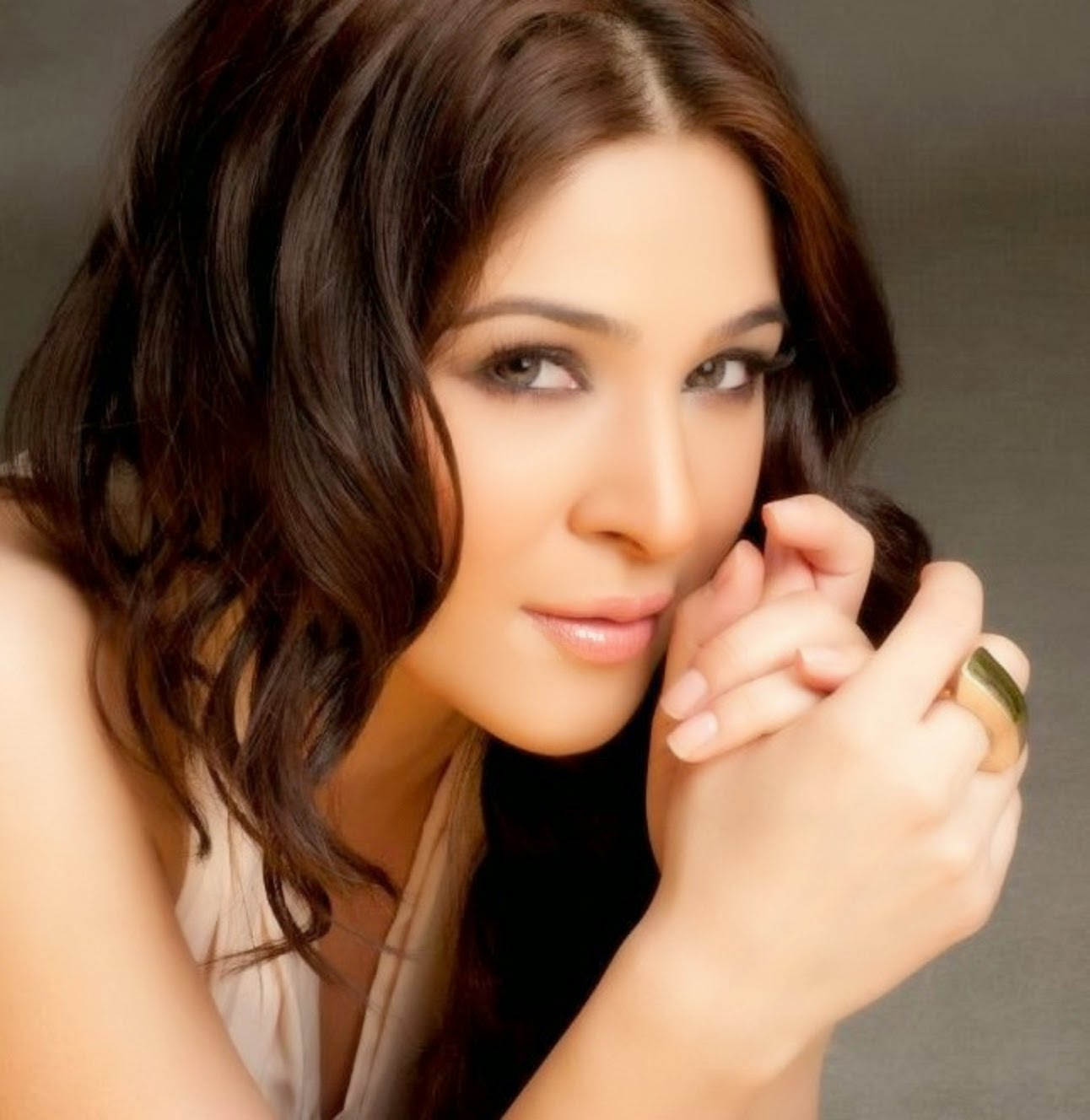 Ayesha Omar Wallpaper: Ayesha Omer HD Wallpapers Free Download -I-