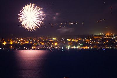 Feuerwerk am Neuenburgersee