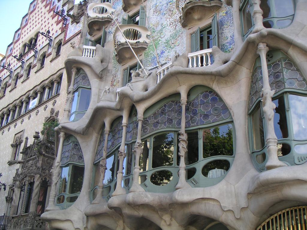 Arts and facts episode 24 art nouveau for Architecture gaudi