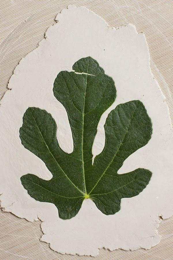 DIY centros de mesa con hojas y arcilla
