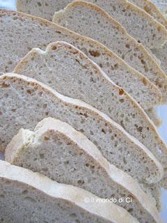 pane con farina 0 e di farro bianca