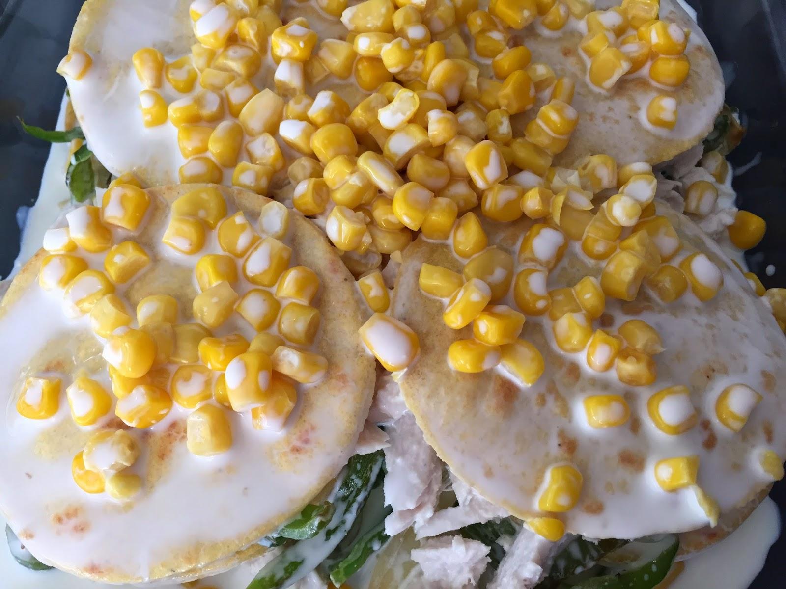 Pastel azteca, capa de maíz y nata.