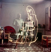 Beautiful Color Photographs of Picasso Painting with Light