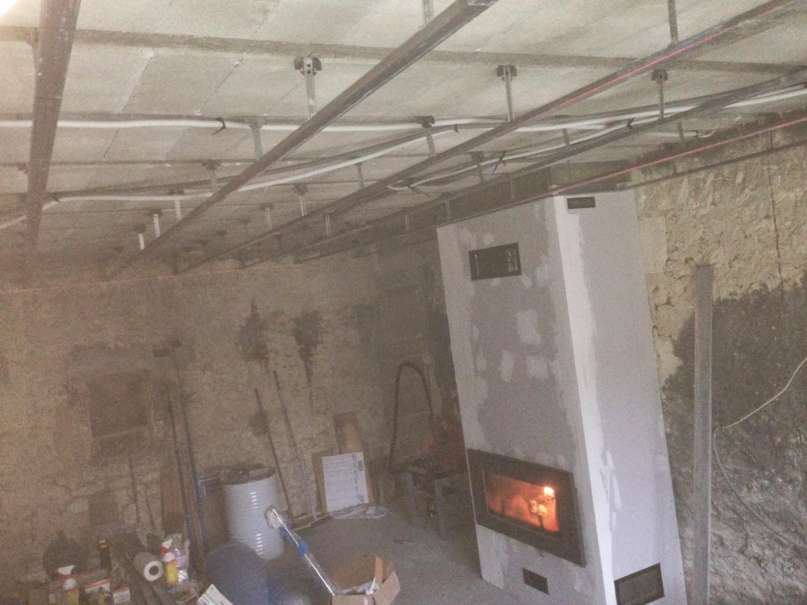 notre projet salon salle manger suspentes fourrures plafond rails montants. Black Bedroom Furniture Sets. Home Design Ideas