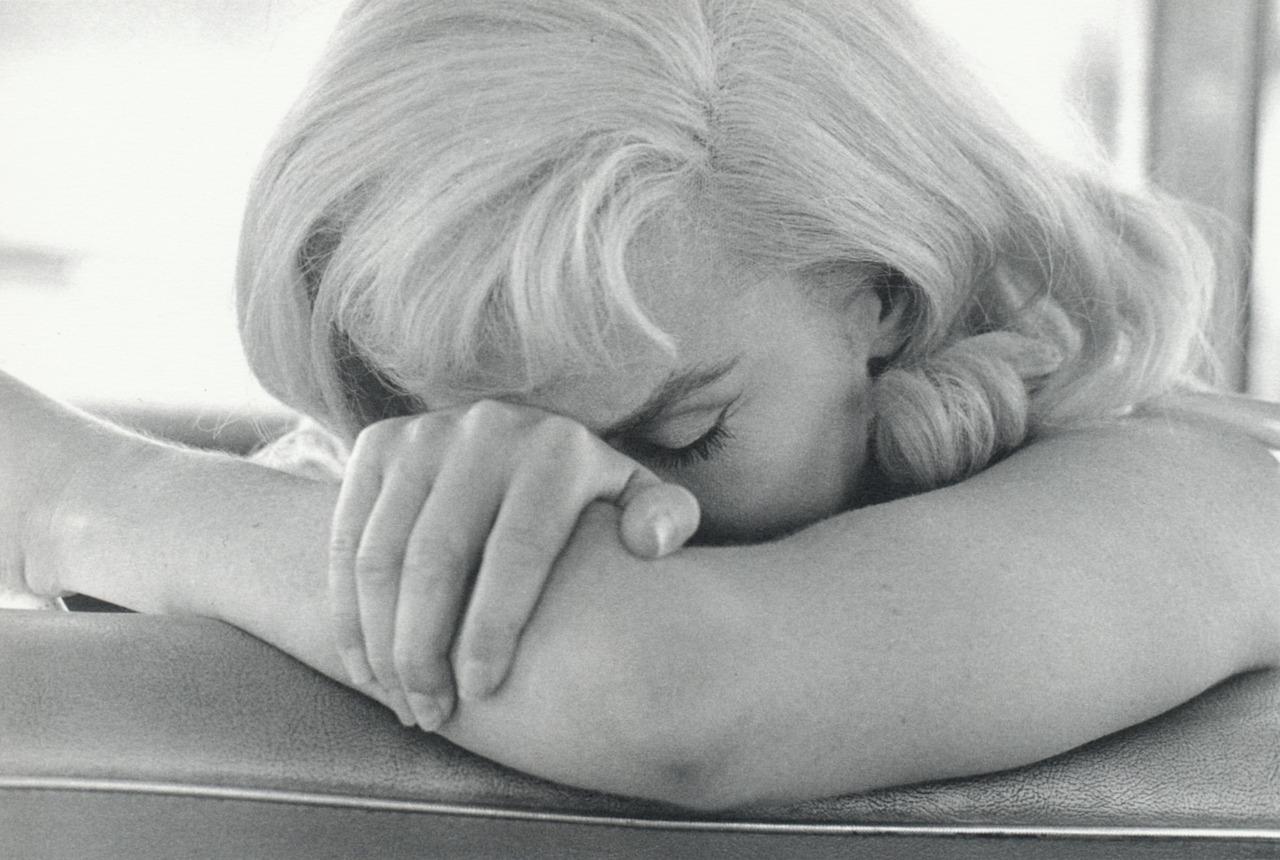 http://4.bp.blogspot.com/-O1A2rasVMws/ToGgkjmaLBI/AAAAAAAAEt8/W0Cam0M7pKI/s1600/Capa_Cornell_Marilyn_Monroe_1960.jpg