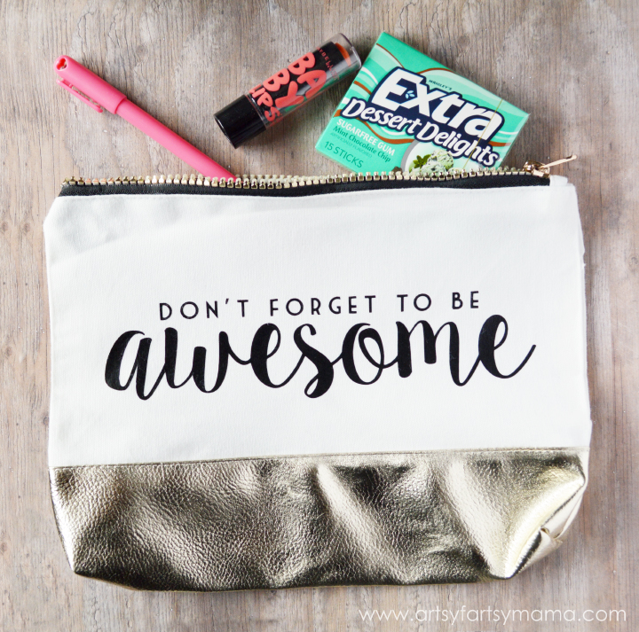 """Don't Forget to Be Awesome"" Clutch Tutorial at artsyfartsymama.com"