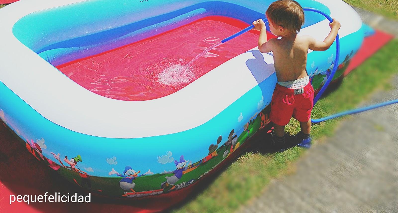 Pequefelicidad 10 juegos con agua para ni os de 1 a 2 a os for Llenar piscina
