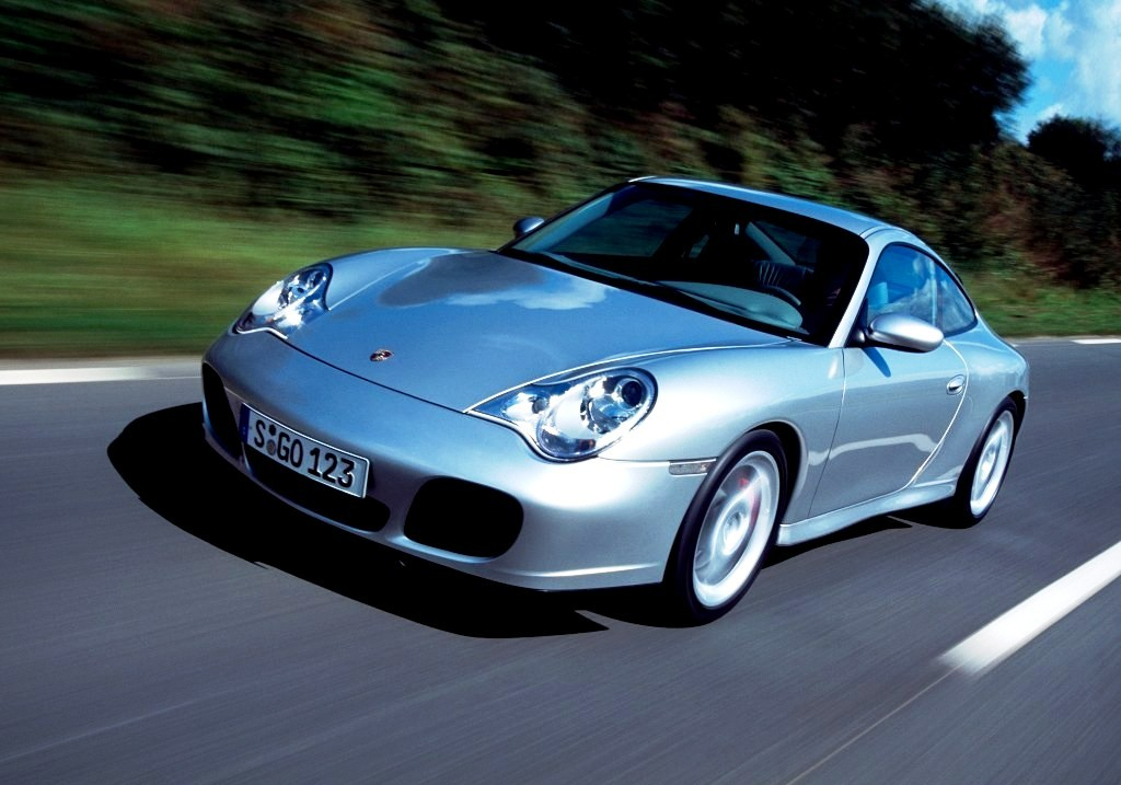 Porsche 911 Carrera 4 GTS Drive 2