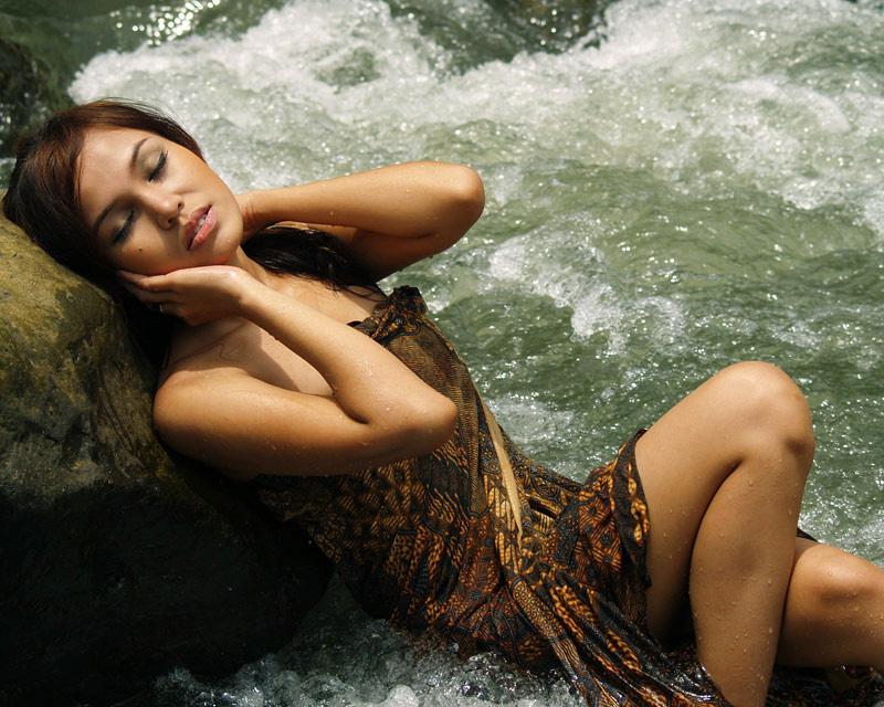 girls in wallpaper wallpaper of sexy girl in water fall